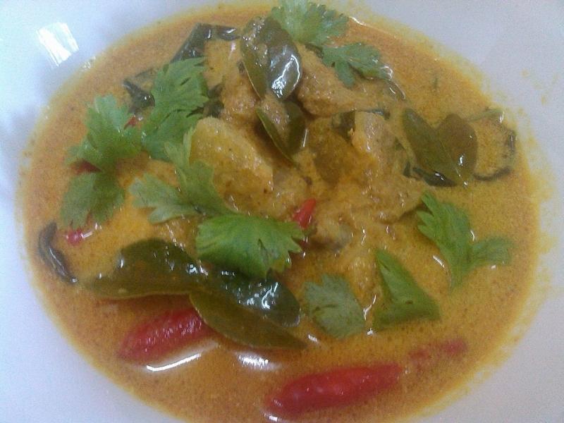 Kari Ayam Masak Merah Thai